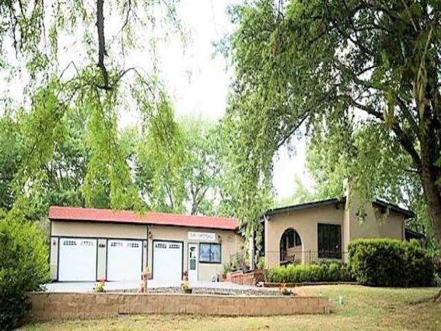 4015 Deerfield Road, Wamego, KS 66547 (MLS #20190930) :: Jolene Roberts