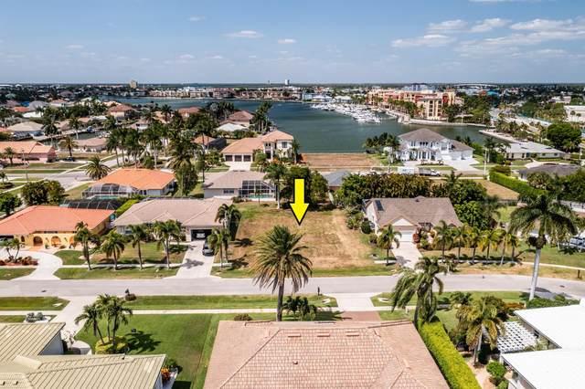 561 Elk Circle, Marco Island, FL 34145 (MLS #2215056) :: Clausen Properties, Inc.
