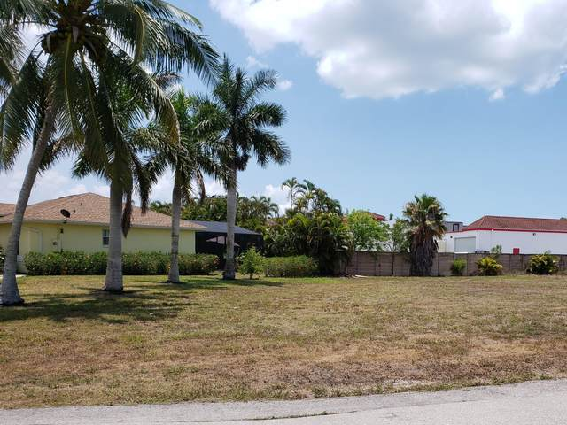 1717 N Bahama Avenue, Marco Island, FL 34145 (MLS #2215124) :: Clausen Properties, Inc.
