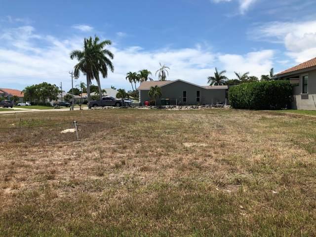 1318 Freeport Avenue, Marco Island, FL 34145 (MLS #2215156) :: Clausen Properties, Inc.