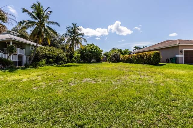 149 Gulfstream Street, Marco Island, FL 34145 (MLS #2215551) :: Clausen Properties, Inc.