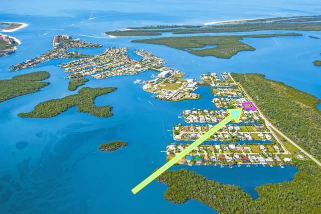 580 Capri Boulevard, Naples, FL 34113 (MLS #2216059) :: Clausen Properties, Inc.