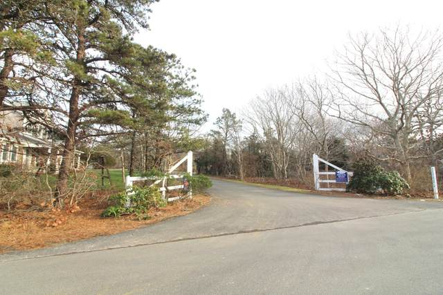 68 Schoolhouse Road, Edgartown, MA 02539 (MLS #32100258) :: Cape & Islands Realty Advisors