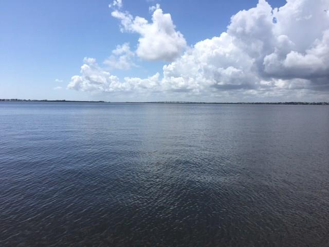 1289 Nettles Blvd, Jensen Beach, FL 34957 (#M20007204) :: Keller Williams