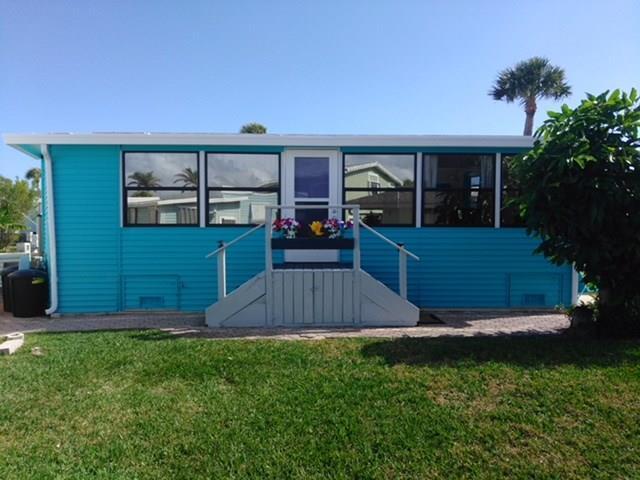 915 Nettles Blvd, Jensen Beach, FL 34957 (#M20012826) :: The Haigh Group | Keller Williams Realty