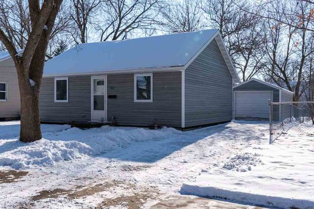 957 NE 15th Pl Ne, MASON CITY, IA 50401 (MLS #210034) :: Jane Fischer & Associates