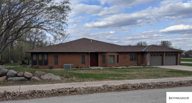 2050 Hunters Ridge Dr, MASON CITY, IA 50401 (MLS #210219) :: Jane Fischer & Associates