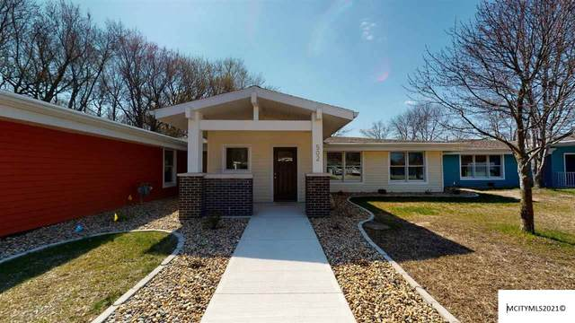 502 Oak Hill Ct, CLEAR LAKE, IA 50428 (MLS #210229) :: Jane Fischer & Associates