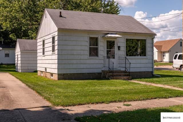 2802 S Jefferson, MASON CITY, IA 50401 (MLS #210701) :: Jane Fischer & Associates