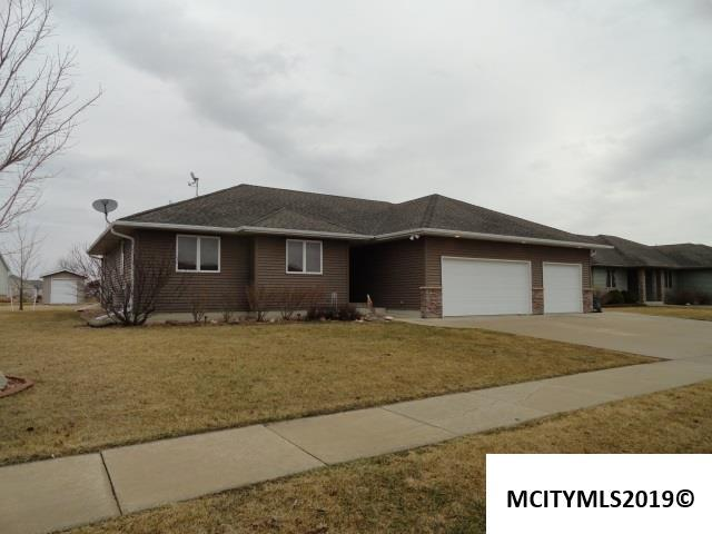 1228 Moonstone Ct, MASON CITY, IA 50401 (MLS #190209) :: Jane Fischer & Associates