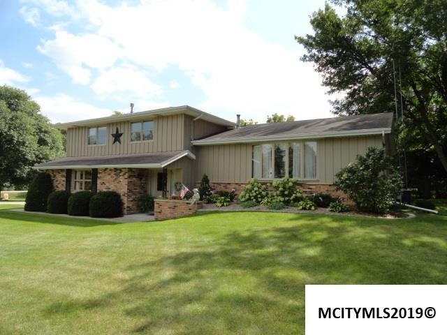 1027 Fair Meadows Dr, MASON CITY, IA 50401 (MLS #190312) :: Jane Fischer & Associates