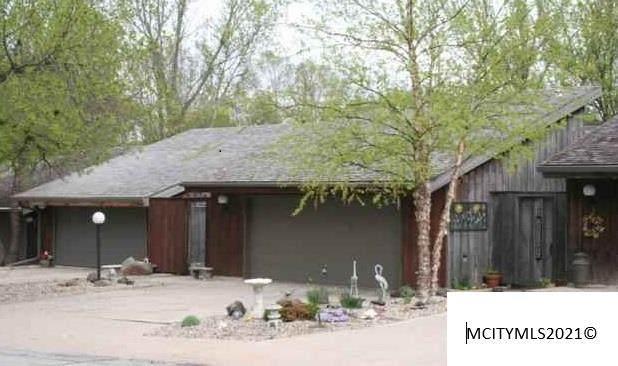 8 S Willowgreen Ct, MASON CITY, IA 50401 (MLS #210383) :: Jane Fischer & Associates
