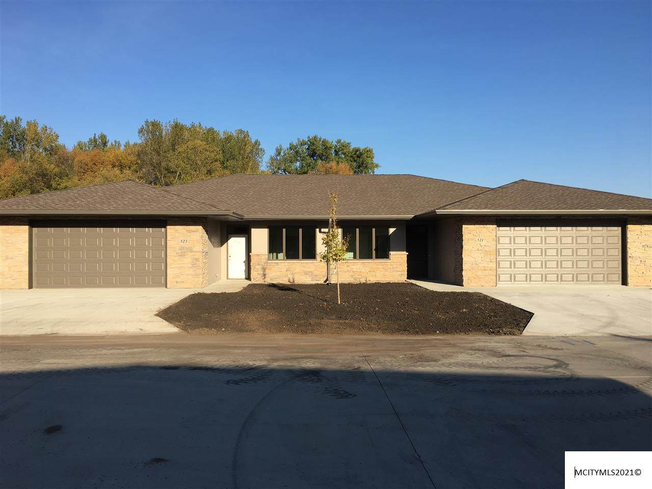 521 River Bend Ct - Photo 1