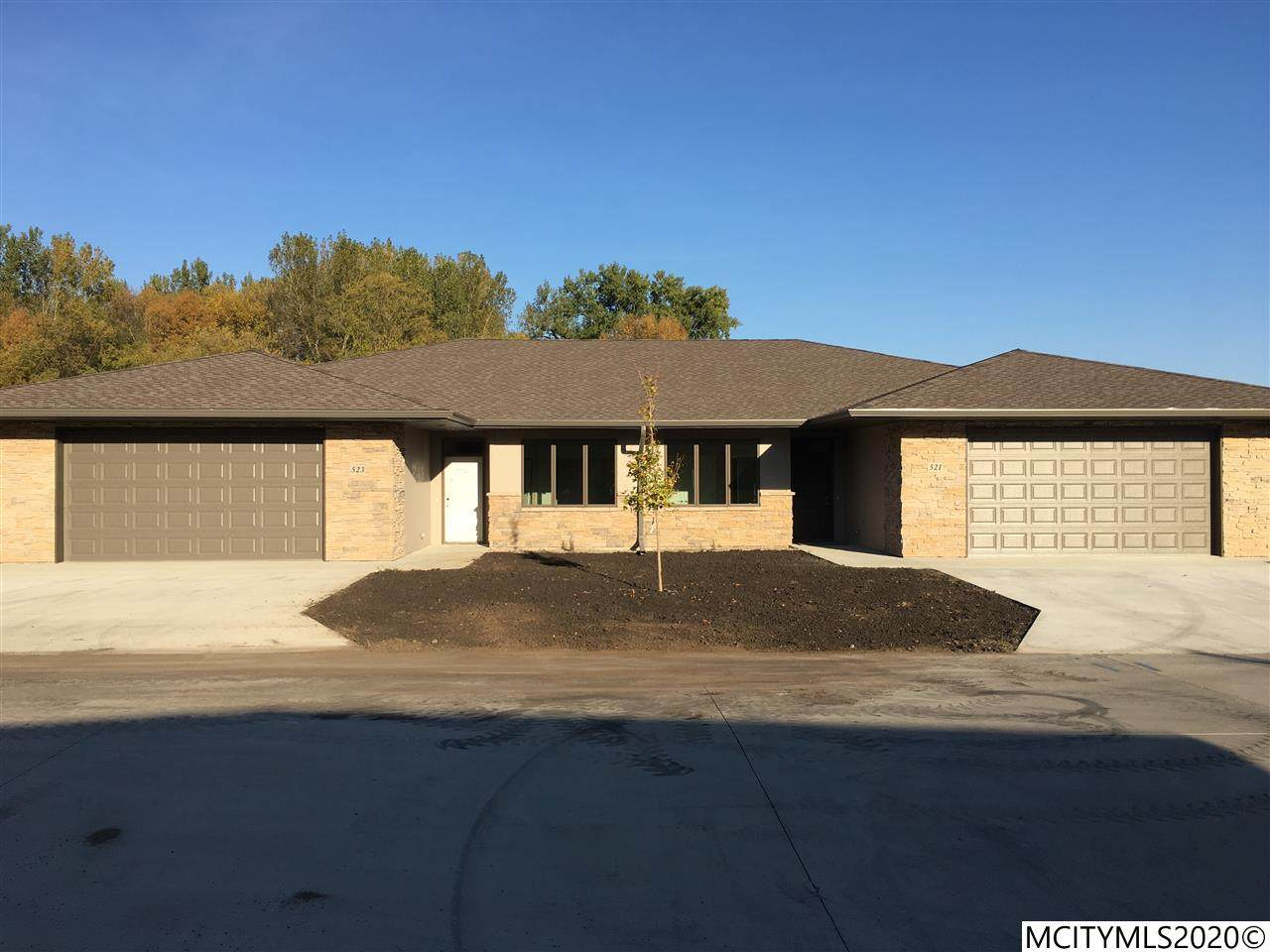 523 River Bend Ct - Photo 1