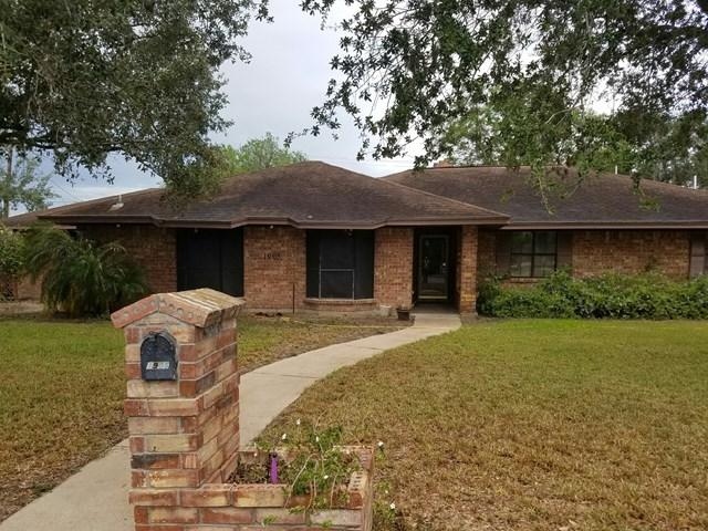 1905 E Live Oak, Weslaco, TX 78596 (MLS #209994) :: The Lucas Sanchez Real Estate Team