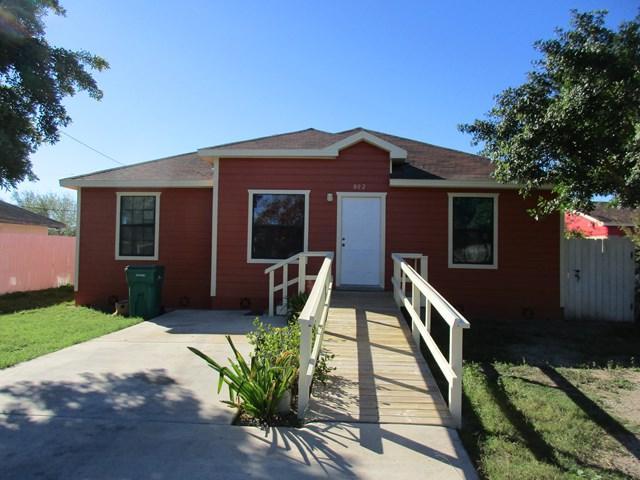 802 E Crockett Avenue, Pharr, TX 78577 (MLS #215762) :: The Deldi Ortegon Group and Keller Williams Realty RGV