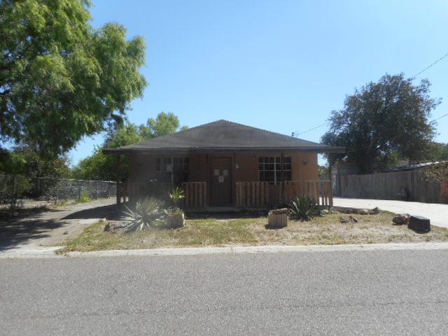 1504 Fourth Street, Roma, TX 78584 (MLS #219571) :: The Lucas Sanchez Real Estate Team