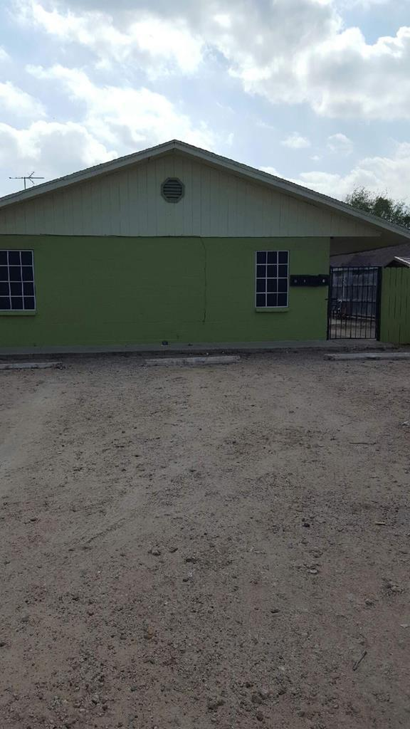 907 W 1st Street, Mission, TX 78572 (MLS #220858) :: The Deldi Ortegon Group and Keller Williams Realty RGV