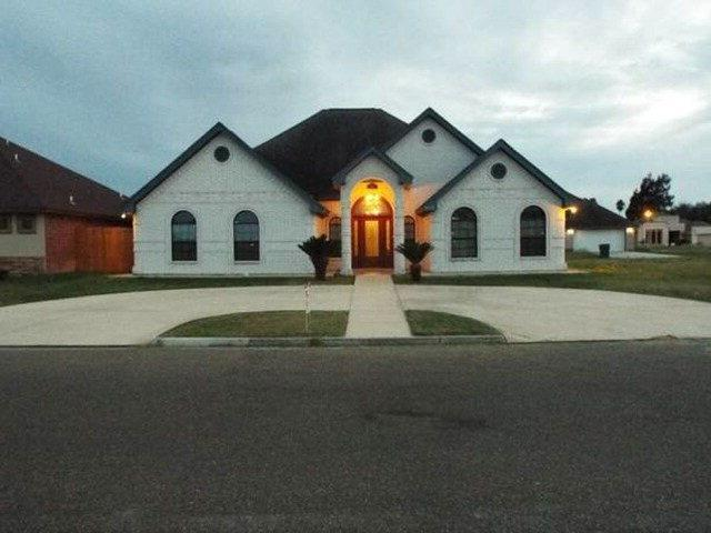 902 Tara Drive, Pharr, TX 78577 (MLS #221774) :: The Deldi Ortegon Group and Keller Williams Realty RGV