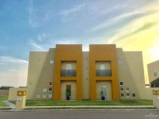 1316 E Camellia Avenue E, Mcallen, TX 78501 (MLS #324632) :: Realty Executives Rio Grande Valley