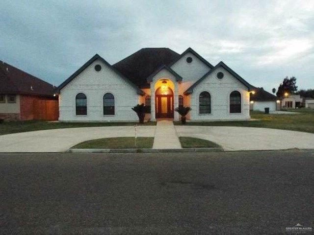 902 Tara Drive, Pharr, TX 78577 (MLS #325193) :: The Ryan & Brian Real Estate Team