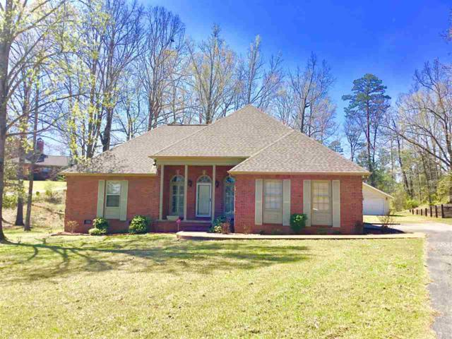 561 Country Club Ln, Selmer, TN 38375 (#10024618) :: The Melissa Thompson Team