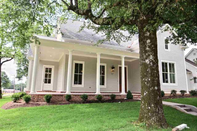 207 E Poplar Ave, Collierville, TN 38017 (#10027947) :: The Melissa Thompson Team