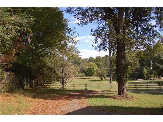 2454 Forest Hill-Irene Rd, Germantown, TN 38139 (#10015508) :: The Melissa Thompson Team