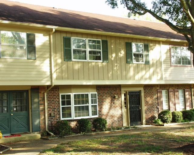 1745 Hobbits Glen Dr #10, Germantown, TN 38138 (#10032382) :: RE/MAX Real Estate Experts