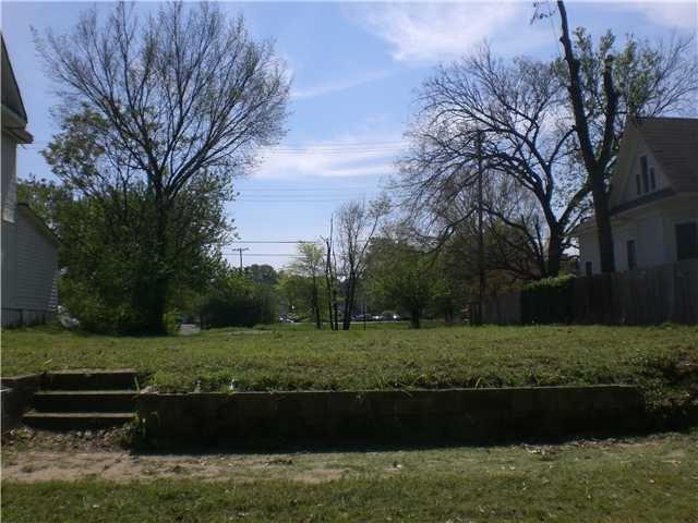 1571 Court Ave - Photo 1