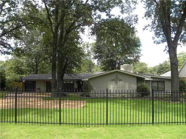 5420 Walnut Grove Rd, Memphis, TN 38120 (#10070554) :: The Wallace Group - RE/MAX On Point