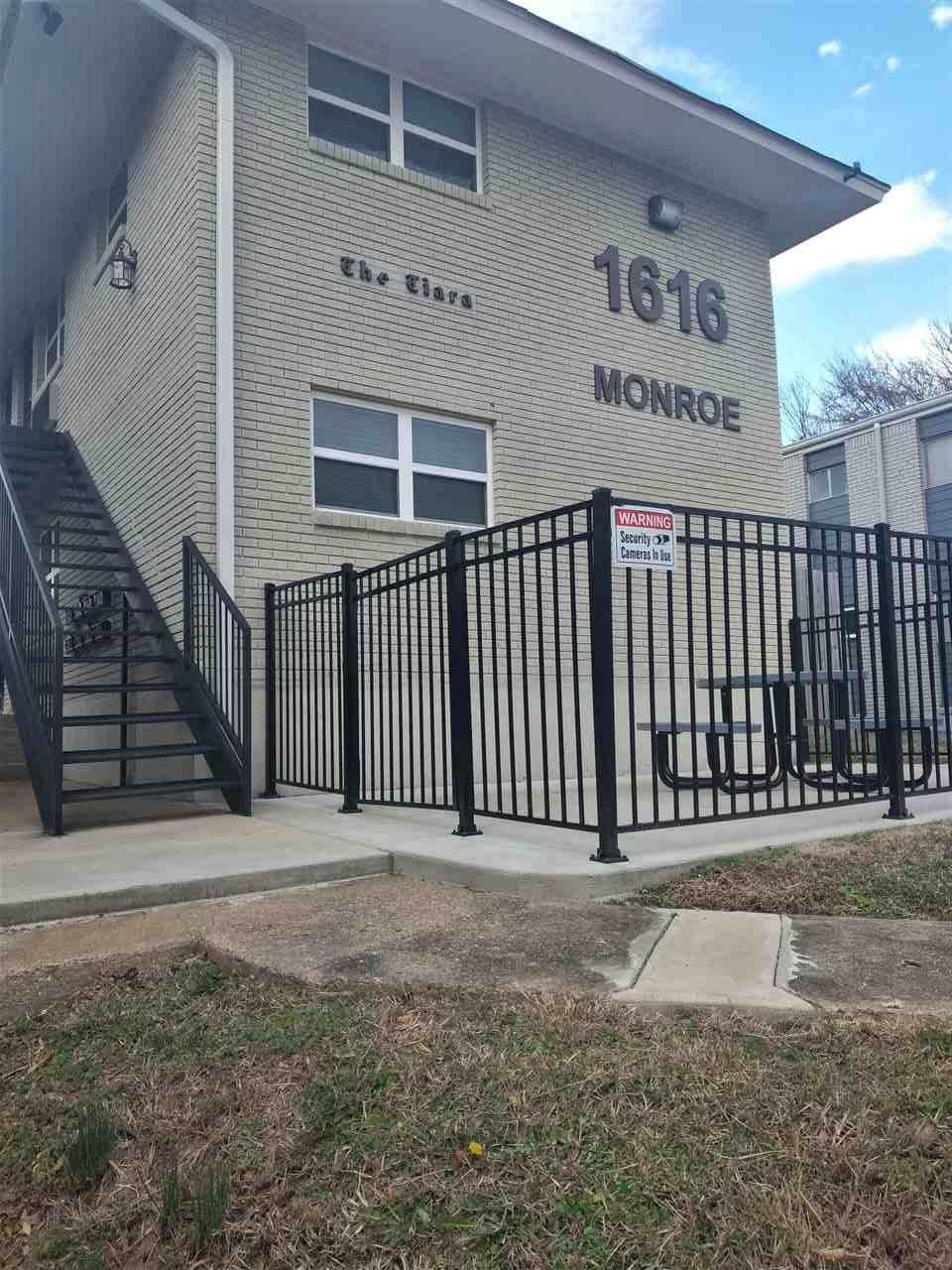 1616 Monroe Ave - Photo 1