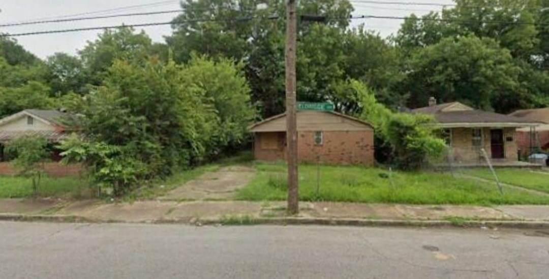 2321 Eldridge Ave - Photo 1