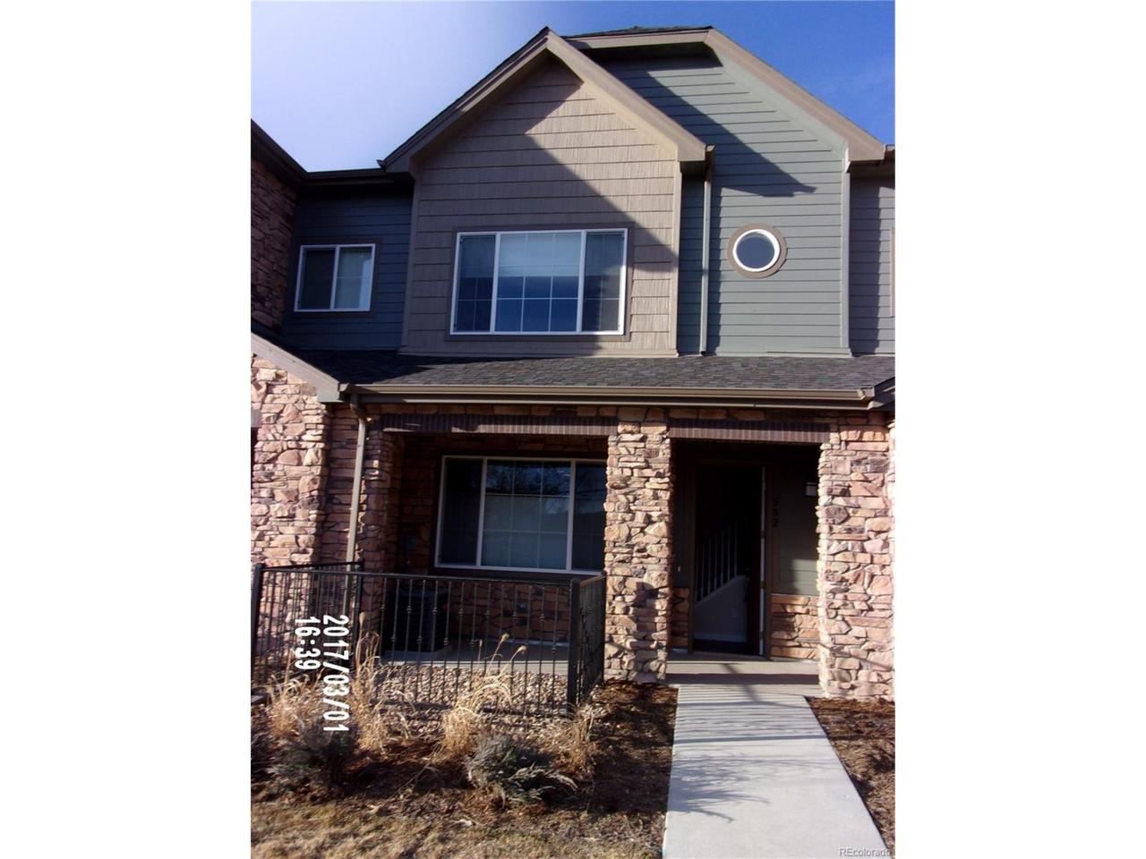 582 E Dry Creek Place, Littleton, CO 80122 (#4400670) :: Thrive Real Estate Group