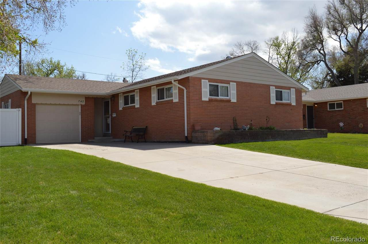 742 Amherst Place - Photo 1