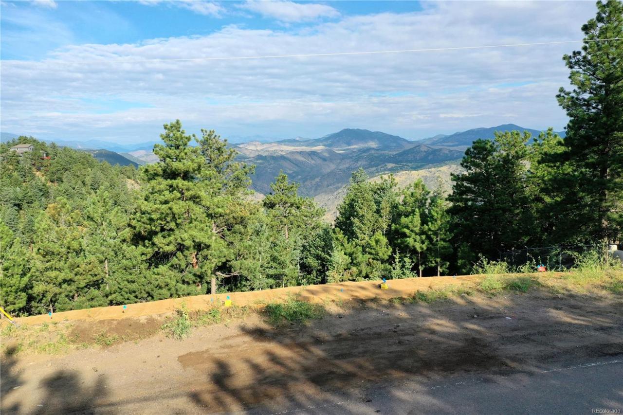 855 Colorow Road - Photo 1