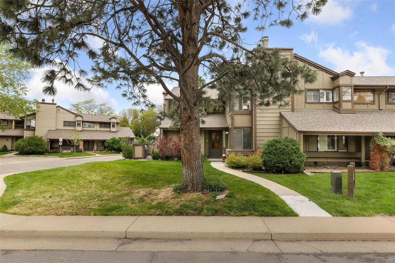 10552 W Florida Avenue B, Lakewood, CO 80232 (#7233840) :: Colorado Luxury  Houses powered by Keller Williams