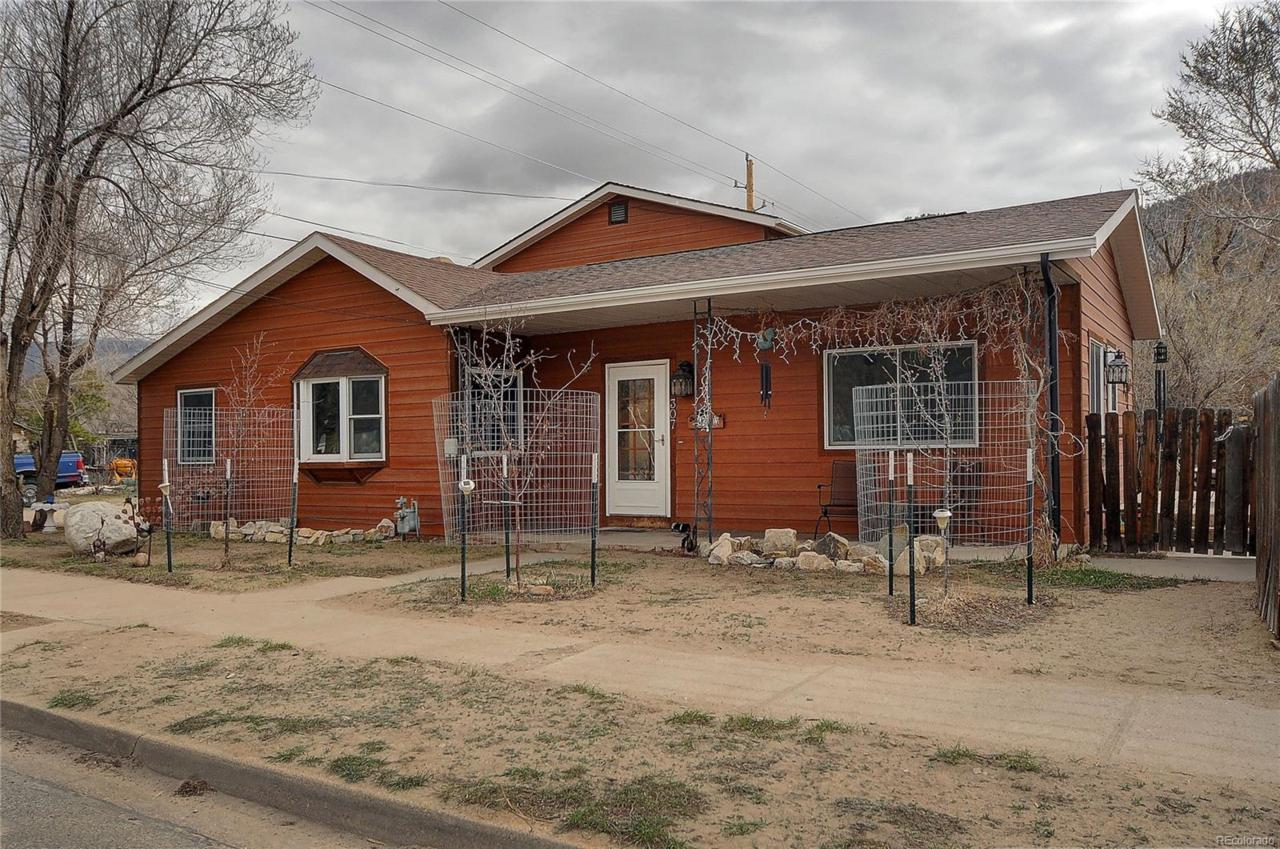 307 Colorado Avenue - Photo 1