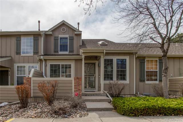 917 S Evanston Circle, Aurora, CO 80012 (#1542000) :: The Peak Properties Group