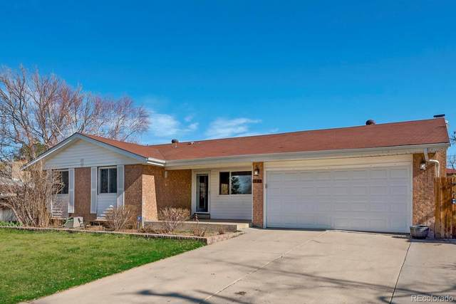 323 S Peoria Circle, Aurora, CO 80012 (#2965759) :: The HomeSmiths Team - Keller Williams