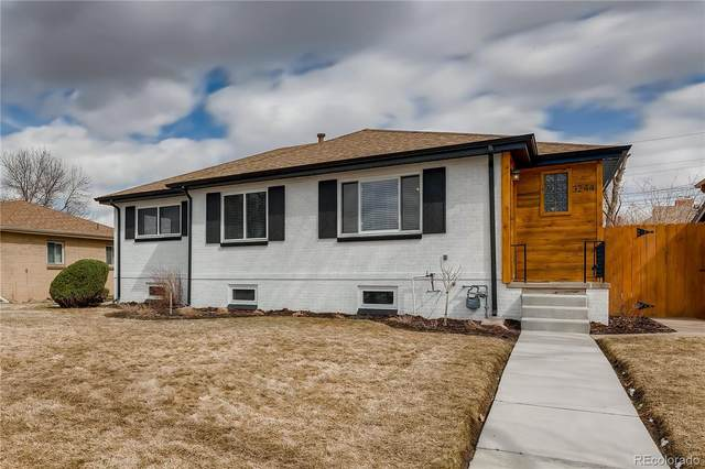 3244 Holly Street, Denver, CO 80207 (#3091593) :: The Healey Group