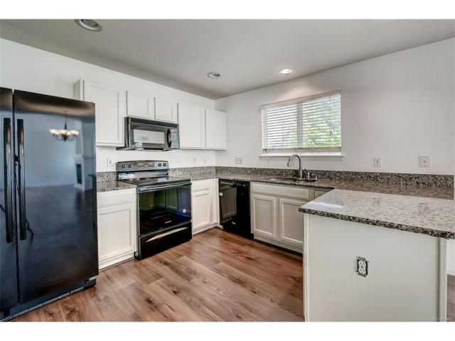 16455 E Phillips Place, Englewood, CO 80112 (#3120101) :: The Escobar Group @ KW Downtown Denver