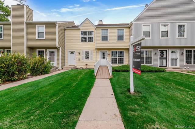 9052 W Dartmouth Place, Lakewood, CO 80227 (#3592626) :: The HomeSmiths Team - Keller Williams