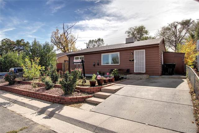 4552 W Gill Place, Denver, CO 80219 (#4455909) :: The DeGrood Team
