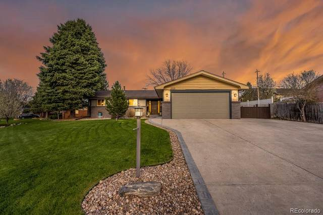 2020 Urban Drive, Lakewood, CO 80215 (#5010513) :: Chateaux Realty Group