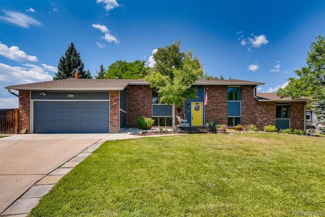 8241 W Pomona Drive, Arvada, CO 80005 (#5877954) :: The DeGrood Team