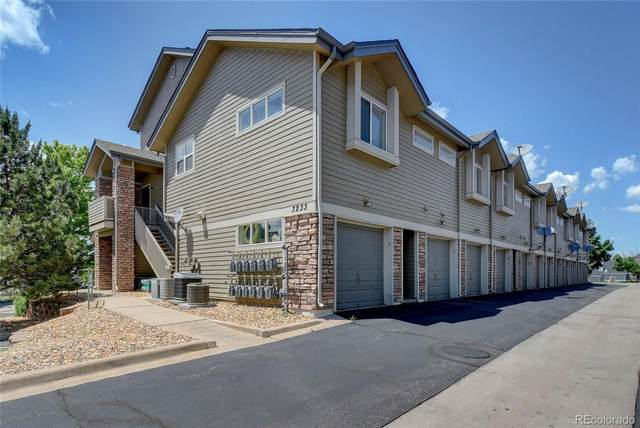 3233 S Zeno Court J, Aurora, CO 80013 (#6629226) :: The DeGrood Team