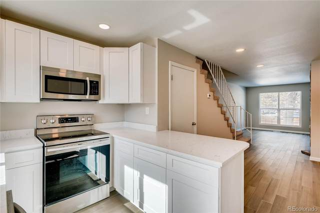 9042 W Dartmouth Place, Lakewood, CO 80227 (#8139301) :: The DeGrood Team