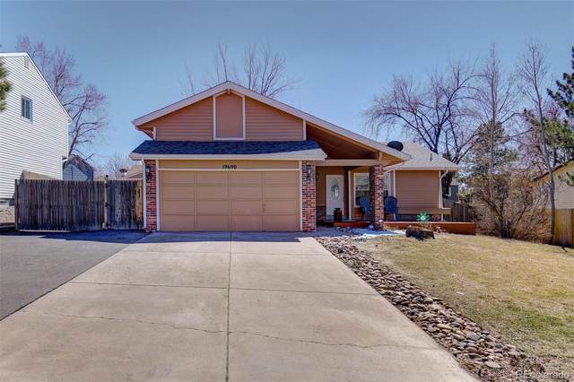 19690 E Greenwood Drive, Aurora, CO 80013 (#8314310) :: iHomes Colorado