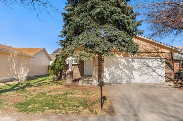 1669 Bahama Street, Aurora, CO 80011 (#9235732) :: Colorado Team Real Estate